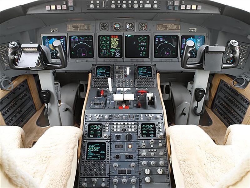 Challenger 604 Cockpit